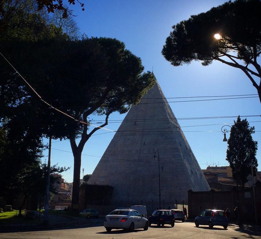 Piramide em Roma